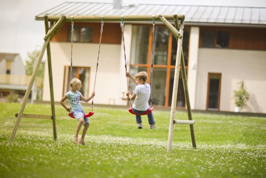 Altalena da giardino per bambini in legno d 39 abete nordico - Altalena per giardino ...