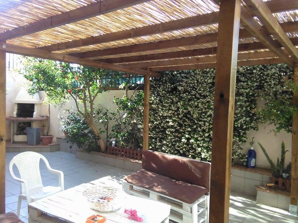 Pergola da giardino addossata in legno di pino impregnato - Pergola da giardino ...