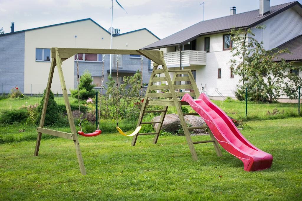 Altalena con scivolo da giardino per bambini in legno d' abete ...