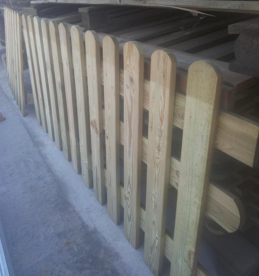 Steccato In Legno Di Pino Con Doghe Dimensioni L 200cm X H 80cm